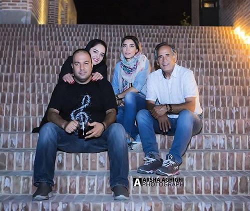 عکسی ازعلی اوجی و نرگس محمدی در کنار مجيد مظفرى و نيكى مظفرى
