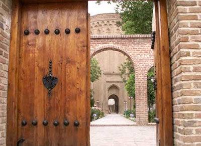 معرفی آرامگاه و برج و طغرل؛ جاذبه تاریخی شهر ری