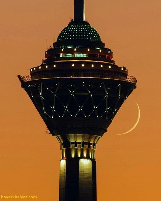 عکس برج میلاد در هنگام غروب آفتاب