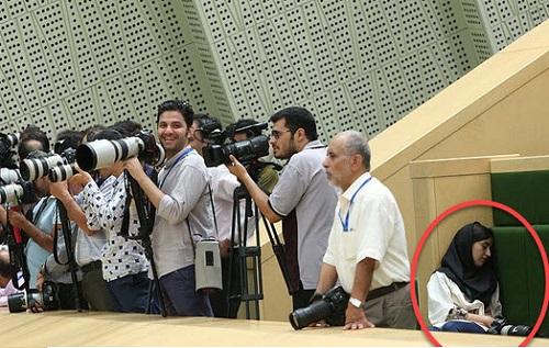 ماجرای دختر خبرنگار که در مجلس خوابش برد!+عکس
