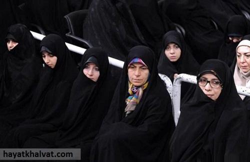 دختر حسن روحانیفرد دوم از سمت چپ تصویر