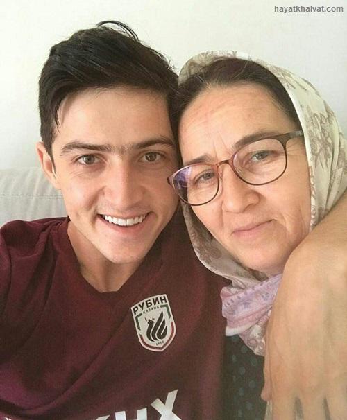 سردار آزمون و مادرش، مادر سردار آزمون