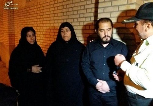 پدر آتنا اصلانی , پدر آتنا اصلانی در مراسم اعدام قاتل دخترش