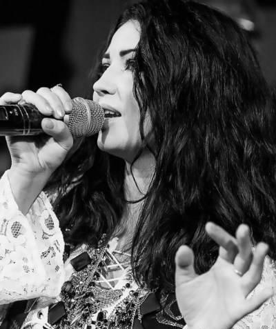 زیبایی باورنکردنی خواننده زن 41 ساله اوکراینی