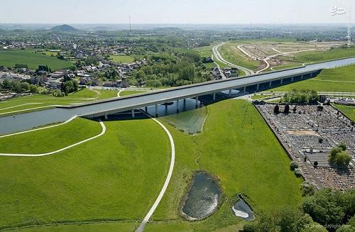 پل (PONT CANAL) در شهر والونیای بلژیک برای عبور کشتی