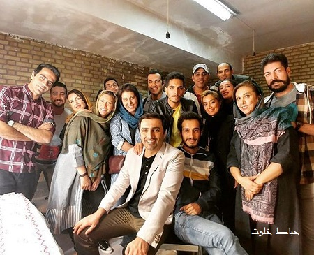 امین زندگانی و عوامل سریال تنها در تهران از مجموعه روزهای بهتر