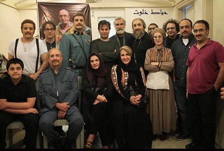 فاطمه گودرزی و جمعی از هنرمندان پس از دیدن نمایش شوایک