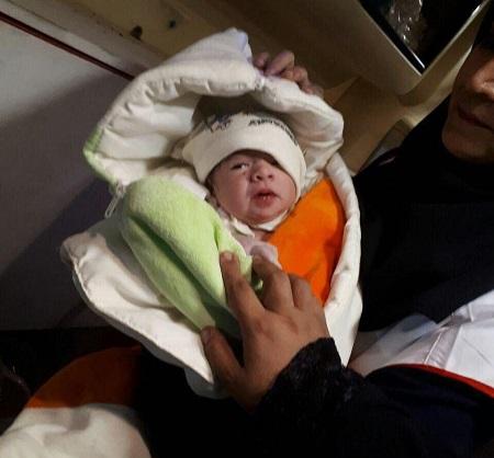 اولین نوزاد متولد شده بعد از زلزله کرمانشاه