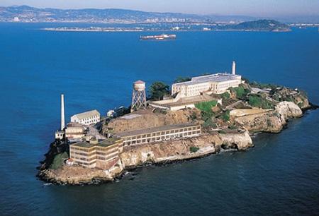 alcatraz hayatkhalvat com 1 - وضعیت وحشتناک زندانیان در زندان آلکاتراز مخوف ترین زندان دنیا