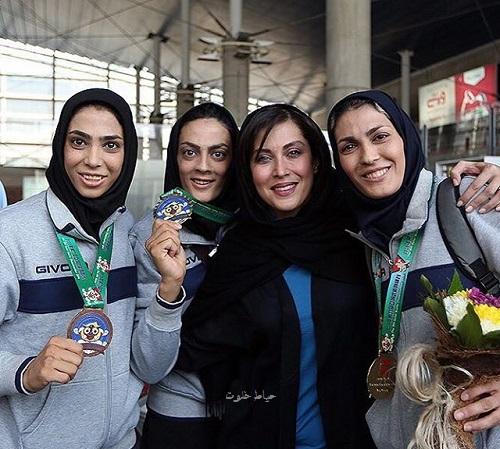مهتاب کرامتی , خواهران منصوریان