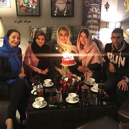 جشن تولد شبنم قلی خوانی در کنار ادمین های فن پیج هایش!