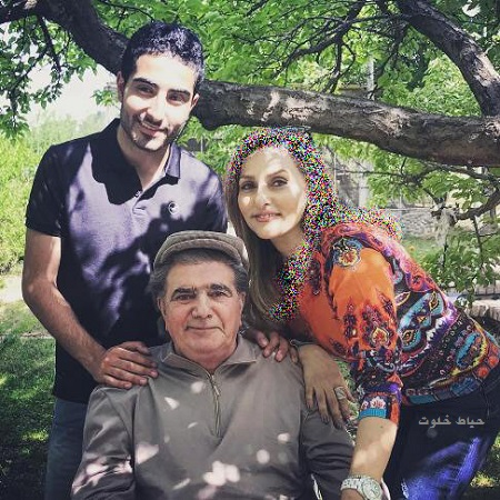محمدرضا شجریان در کنار همسرش کتایون خوانساری و فرزندشان