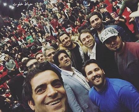 سلفی منوچهر هادی با محمدرضا گلزار و تماشاگران فیلم سینمایی آینه بغل