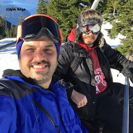 سام درخشانی و کسری دیرباز در حال اسکی