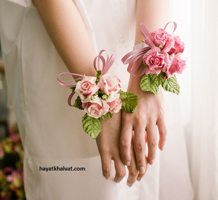 دسته گل عروس روی مچ دست