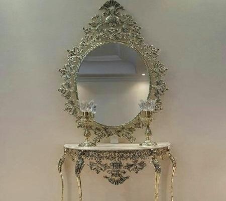 آیینه و شمعدان با میز