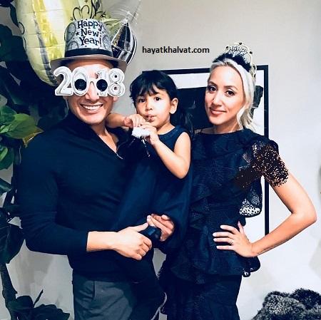 عکس شادمهر عقیلی و همسر و فرزندش به مناسبت سال نو میلادی