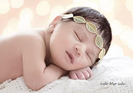 ژست عکس نوزاد آتلیه ای
