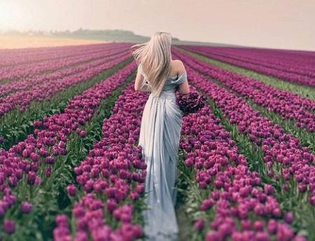 عکس پروفایل دختر در کنار گل و بهار