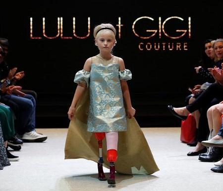 مدل زیبای ۹ ساله با دو پای قطع شده در هفته مد پاریس! (+تصاویر)