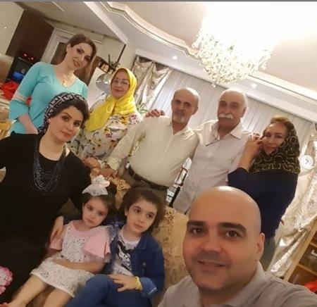 عکس خانوادگی محمود پاک نیت در کنار نوه اش